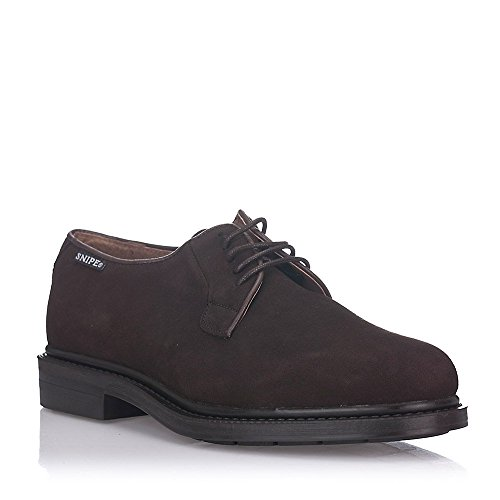 zapatos marrones ante hombre