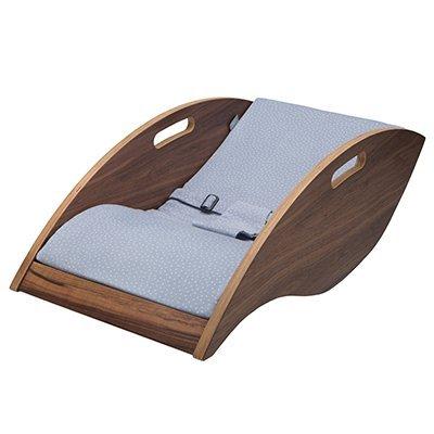 """Babywippe """"Babywelle by Dr. Michel"""" – ergonomische Babywippe aus Holz inkl. Bezug in verschiedenen Varianten, nachhaltig produziert in Bayern"""