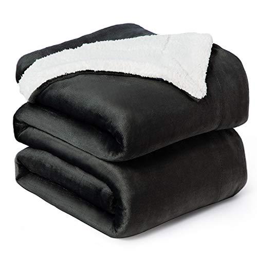 Bedsure Manta Reversible de Franela/Sherpa 220x240cm - Manta para Cama 135/150 de 100% Microfibra Extra Suave - Manta de Felpa Negro Ceniza