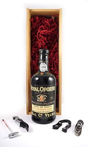 Royal Oporto Vintage Port 1970 en una caja de madera con cuatro accesorios de vino, 1 x 750ml