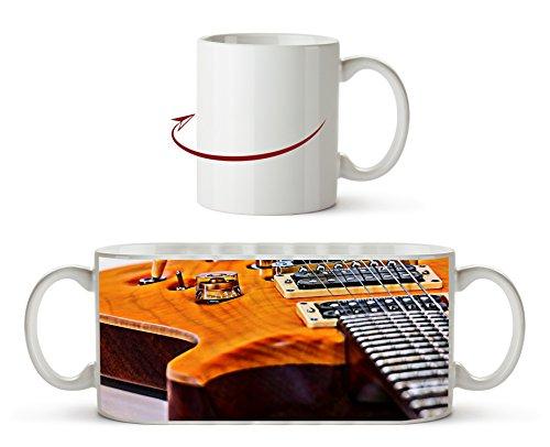 Nahaufnahme einer Gitarre Effekt: Zeichnung als Motivetasse 300ml, aus Keramik weiß, wunderbar als Geschenkidee oder ihre neue Lieblingstasse.