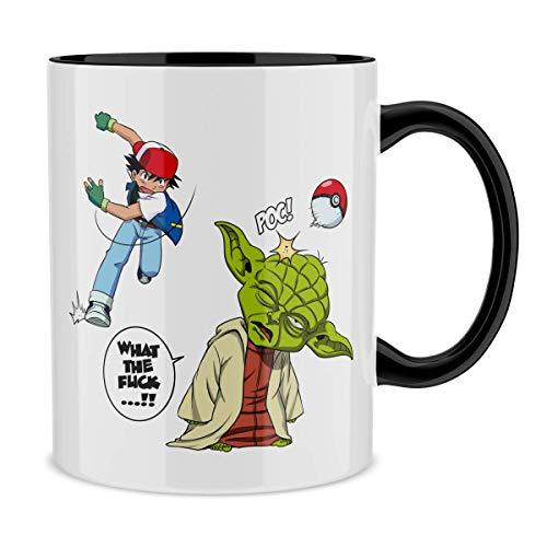 Okiwoki Mug avec Anse et intérieur de Couleur (Noir) - Parodie Star Wars - Pokémon - Yoda et Sacha - What The.!? (Mug de qualité supérieure - imprimé en France)