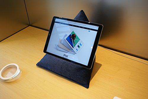 Edge Beanbags Techbed Maxi iPad PRO da 12,9', Tablet di Grandi Dimensioni, eBook Reader e Book Stand Cuscino di Supporto per Borsa di Fagioli per Tutti i dispositivi Fino a 12,9' (Blu Navy)