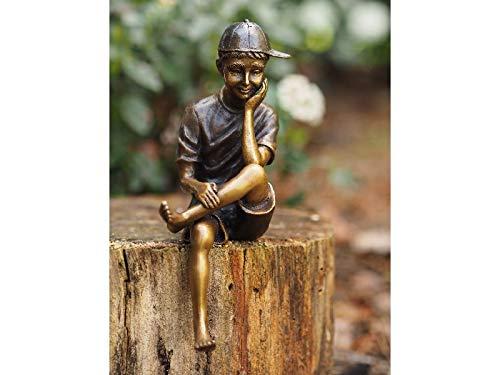 H. Packmor GmbH Bronzefigur sitzender Junge mit Mütze Skulptur Dekoration für Haus und Garten