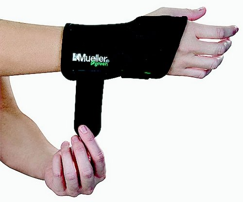 MUELLER Fitted Wrist Brace for Right Hand, Small/Medium, Black
