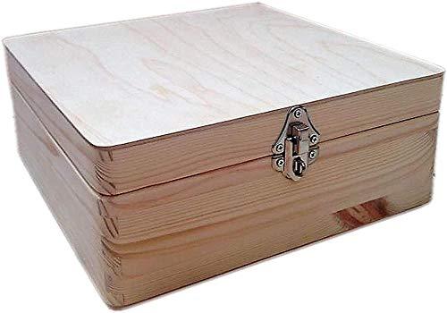 Caja de madera natural sin pintar con tapa y cierre plateado decorativo.