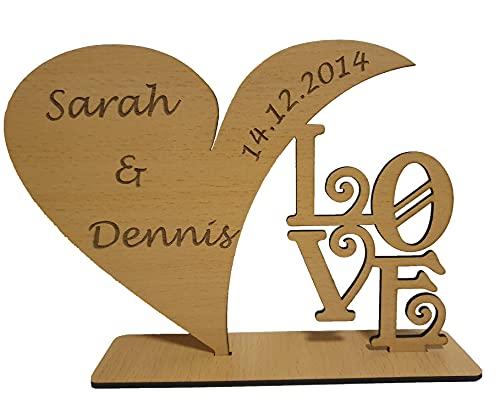 Schild in Herzform mit personalisierter Beschriftung zum Aufstellen aus Holz   Personalisierte Gravur mit Namen und Datum. Passend als individuelles Geschenk zum Jahrestag, Hochzeitstag. (Buche)