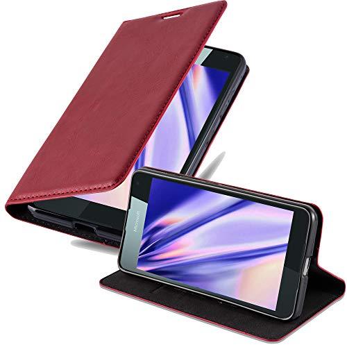 Cadorabo Hülle für Nokia Lumia 650 in Apfel ROT - Handyhülle mit Magnetverschluss, Standfunktion & Kartenfach - Hülle Cover Schutzhülle Etui Tasche Book Klapp Style