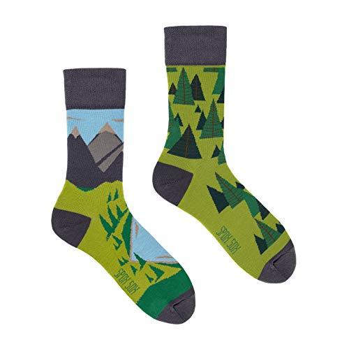 Spox Sox Casual Unisex - mehrfarbige, bunte Socken für Individualisten, Gr. 40-43, Hinter den sieben Bergen