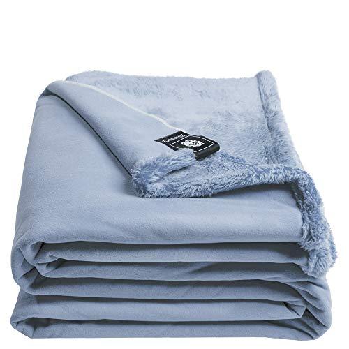 Reborn Bliss-Decke – Kunstfell Kuscheldecke – flauschige und luxuriöse Fellimitat-Decke mit glatter Rückseite - 140x190 cm – 515 water – von 'zoeppritz since 1828'