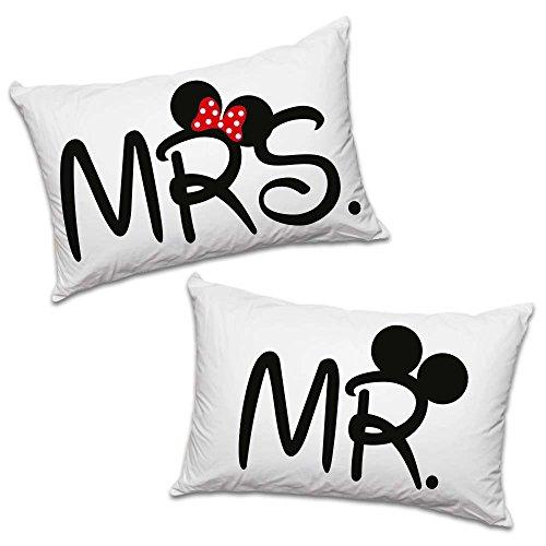 """Par de fundas de almohada de la colección """"Love You and Me"""" con el texto estampado en inglés """"Mr"""" y """"Mrs"""""""