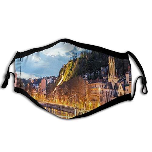 Cómoda máscara resistente al viento, vista del río Saone en la ciudad de Lyon por la noche Francia Blue Hour Edificios históricos, decoraciones faciales impresas para adultos unisex