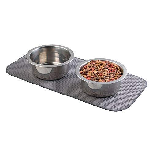 mDesign Alfombrilla de microfibra para debajo del comedero – Mantel absorbente para el comedero para gatos – Práctico protector de suelo: 45,7 cm x 22,9 cm – Color estaño / marfil