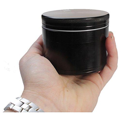 Black Leaf Riesengrinder 75mm 4-teilig schwarz Stoffsäckchen Schaber Magnetverschluss Grinder Alugrinder