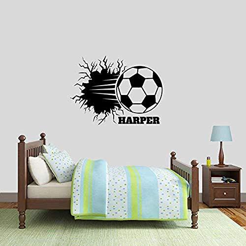 Etiqueta de la pared Balón de fútbol personalizado Rompiendo Tatuajes de pared Nombres personalizados Deportes Habitación de los niños Vestuario Hombre Cueva Vinilo extraíble 42X31Cm
