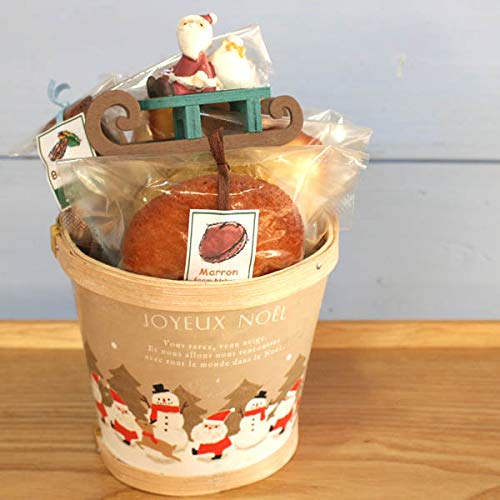 クリスマスウッドバケツ(和歌山産フルーツの焼き菓子と木製そりに乗ったサンタのオブジェのクリスマスギフト)