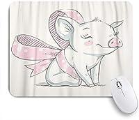 NIESIKKLAマウスパッド ピンクの豚弓の漫画のかわいい貯金箱赤ちゃんのお祝いの挨拶と子豚の動物 ゲーミング オフィス最適 高級感 おしゃれ 防水 耐久性が良い 滑り止めゴム底 ゲーミングなど適用 用ノートブックコンピュータマウスマット