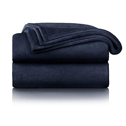 Blumtal Flauschige Kuscheldecke – hochwertige Wohndecke, super weiche Fleecedecke als Sofaüberwurf, Tagesdecke oder Wohnzimmerdecke, 150 x 200 cm, Dark Ocean Blue - blau