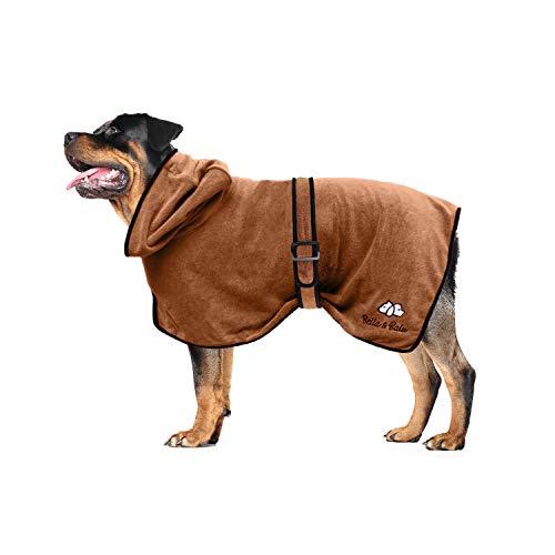 Bella & Balu Hundebademantel aus Mikrofaser + Pfotentuch – Saugfähiger Hunde Bademantel zum Trocknen nach dem Baden, Schwimmen oder Spaziergang im Regen (L | Braun)