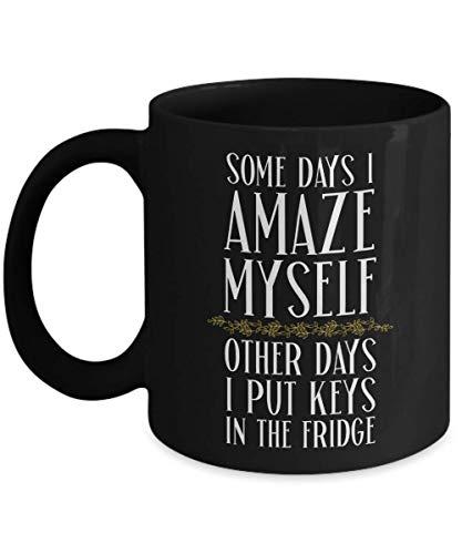 N\A Algunos días me sorprendo a mí Mismo Otros días Pongo mis Llaves en el refrigerador Humor Taza Negra Regalo con Citas Refranes Café Taza de té Regalos Divertidos para Hombres y Mujeres