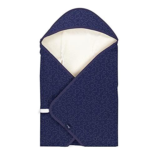 Alvi Reisedecke Baby Einschlagdecke 80x80 cm   Babydecke mit integrierter Mütze   atmungsaktiv   passt für Jede Babyschale, Hearts Navy