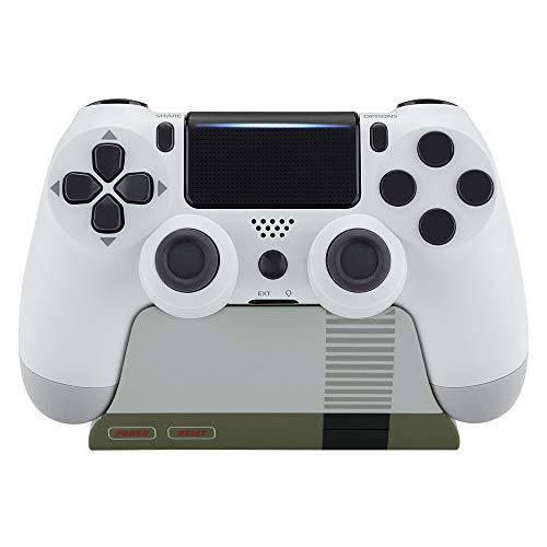 eXtremeRate Supporto Porta Joystick per PS4 Controller Stand Base per Playstation 4 Slim PRO Controller con Tappetino in Gomma(Stile NES Classico)-Controller Non Inlcuso