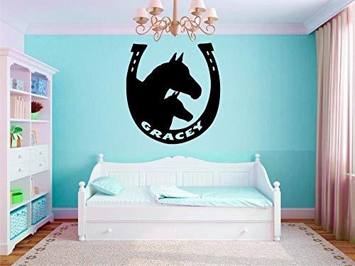 Cooldearydm Aangepaste Gepersonaliseerde Naam in Hoefijzer en Paard Vinyl Muursticker Kinderkwekerij Slaapkamer Decoratie U Kies De Naam en Kleur