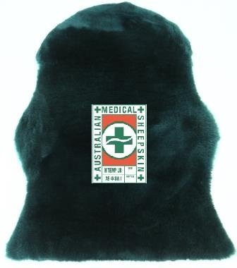Australisches medizinisches Schaffell AS-4480,1 von LANAMED. Länge ca. 95 cm. Scherkraftreduzierendes Antidekubitus-Fell. Echtes Lammfell bei bis zu 80° C waschbar und damit hygienisch rein. Dunkelgrün. Super Qualität. Druckentlastend. Verbessert das Bettklima. Weltweit anerkannt zur Dekubitusprophylaxe. LANAMED AMS