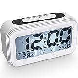 Coolzon Despertador Digital, Alarma Reloj Despertador Pilas para Infantil Niño Adulto, Despertador de Viaje Silencioso con Pantalla LED Calendario Temperatura Función Snooze Luz Nocturna, Blanco