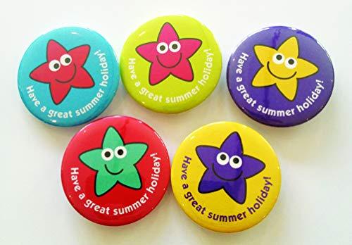 De Sticker Factory 38mm Einde van het jaar pin badges: 'Heb een geweldige zomervakantie! ', sterren, pak van 20