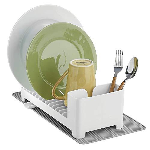 mDesign Juego de 2 escurridores de platos de plástico – Con cesta para cubiertos y esterilla de silicona resistente al calor – Organizador de vajilla con desagüe giratorio – blanco/gris