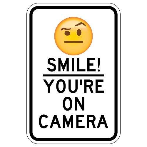 BRILLON Glimlach! Je bent op camera teken met verhoogde wenkbrauw Emoji - 8x12 inch