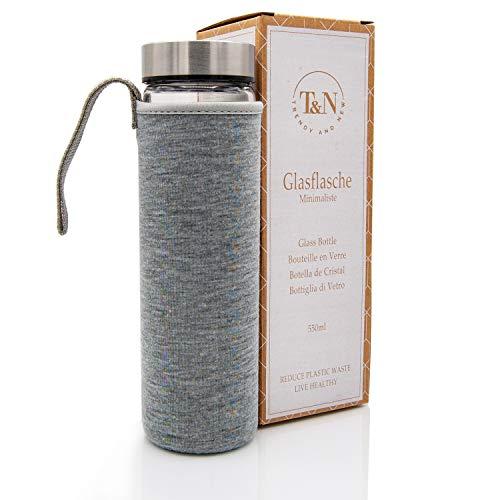 T&N Glasflasche Minimaliste 550 ml - Neoprenhülle Auslaufsicher - Mit GRATIS Glas Strohhalm zum Testen - Trinkflasche Wasser-Flasche - Smoothie Saft Tee - 100% BPA frei (Grau)