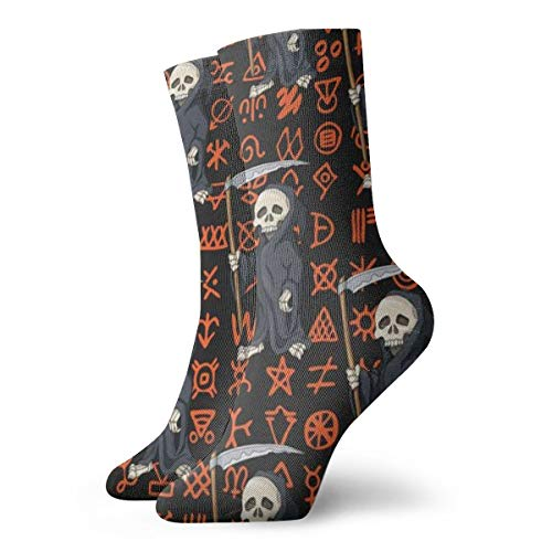 Esqueleto humano de dibujos animados en túnica negra de pie con guadaña en scripts antiguos Calcetines para hombre Calcetines de pesca suave Calcetines de vestir para mujer-Un tamaño