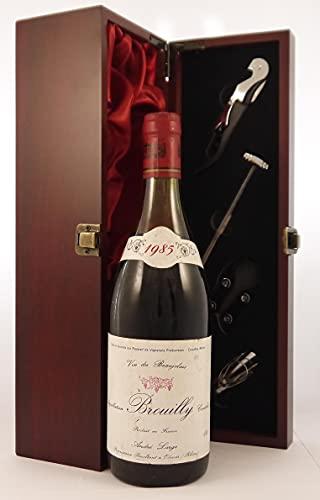 Brouilly 1985 Andre Large en una caja de regalo forrada de seda con cuatro accesorios de vino, 1 x 750ml