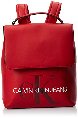 Calvin Klein Damen Sculpted Monogram Flap Backpack Rucksack, Rot (Barbados Cherry), 13x34x28 cm