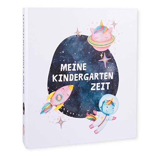 Ordner Portfolio Kindergarten (DIN A4-350 Blatt Breit) - Meine Kindergartenzeit Motivordner - Geschenk zum Kindergartenstart - Kita Ordner - Aktenordner, Fotoalbum für Kinder - Weltall Einhorn