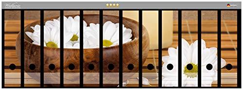 Wallario Ordnerrücken Sticker Stillleben - Kerzen und Blumenblüten in Holzschale in Premiumqualität - Größe 72 x 30 cm, passend für 12 breite Ordnerrücken