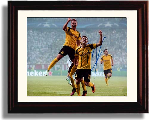 Framed Christian Pulisic - Borussia Dortmund - Autograph Replica Print