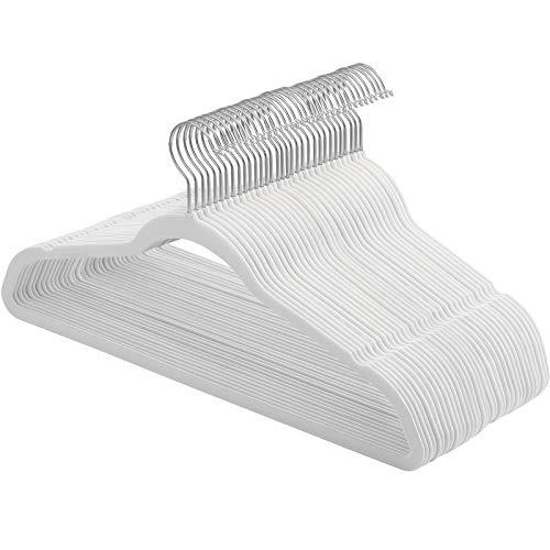SONGMICS Kleiderbügel Samt, 30er Set, Jackenbügel, 42 cm lang, Anzugbügel, dünn, robust, gut belastbar, um 360° drehbarer Haken, für Mäntel, Hemden und Anzüge, weiß CRF026W02