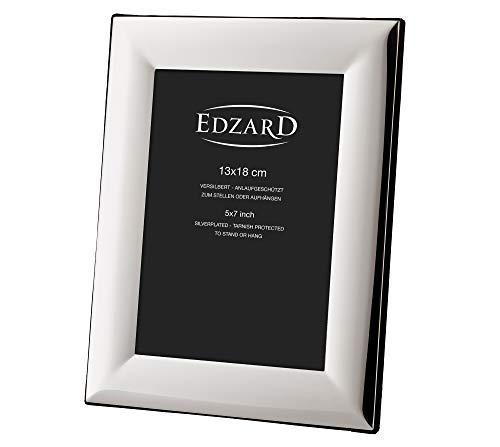EDZARD Bilderrahmen Gela für Foto 13 x 18 cm, edel versilbert, anlaufgeschützt, mit Samtrücken, inkl. 2 Aufhängern, Fotorahmen zum Stellen und Hängen