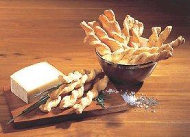 Blätterteigstangen. Ein herzhaftes Gebäck aus der Schweiz. 100 g mit Käse, 100 g mit Salz und 100 g mit Kümmel. Das passende Knabbergebäck zum Bier oder Wein. €33,17/kg