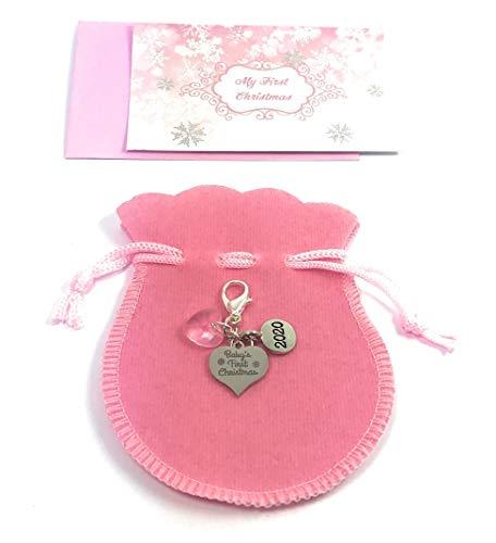 Premier Noël de bébé 2015 Panneau Charme avec cristal rose Livré dans 3 différentes Options cadeau fait main par les Market Place (Sac cadeau en organza de Libby), Métal, multicolore, Velvet Gift Bag