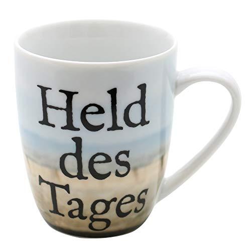 Dekohelden24 Kaffeebecher/Tasse aus Porzellan, Motiv: Held des Tages. Größe H/Ø: 9,8 x 8,2 cm, Fassungsvermögen 250 ml, Spülmaschinengeeignet.