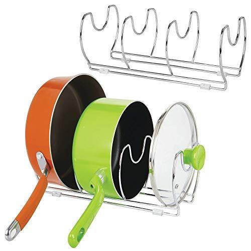 mDesign Juego de 2 soportes para sartenes, ollas y tapas – Organizador de tapas de ollas compacto para el armario de la cocina – Colgador de sartenes de metal para ahorrar espacio – plateado