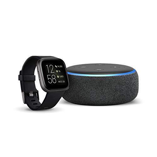 Fitbit Versa 2 – Gesundheits- und Fitness-Smartwatch Schwarz/Carbon + Echo Dot (3. Gen.) Intelligenter Lautsprecher mit Alexa, Anthrazit Stoff