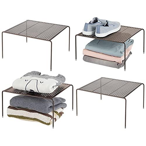 mDesign Baldas organizadoras – Prácticos organizadores de armarios para ordenar la ropa – Estantes metálicos para el dormitorio, el baño o la cocina – Juego de 4 – color bronce