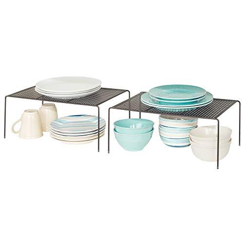 mDesign Juego de 2 estantes de cocina – Soportes para platos independientes de metal – Organizadores de armarios extragrandes para tazas, platos, alimentos, etc. – color bronce