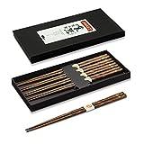 AOOSY Palillos japoneses de 5 pares, palillos de Parttern de la flor de madera natural reutilizable fijados con la caja hecha a mano negra para los tallarines del sushi (secoya)