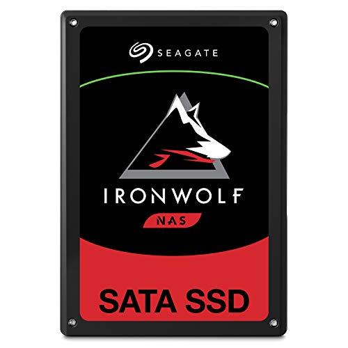 """Seagate IronWolf 110 SSD, Unità SSD NAS Interna da 960 GB, Unità SATA da 2,5"""" per NAS (Network Attached Storage) con Sistema RAID Multialloggiamento, Recupero Dati per 2 anni (ZA960NM10011)"""